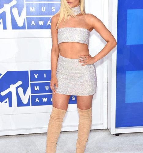 Bebe Rexha červený koberec MTV Video Music 2016