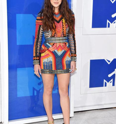 Hailee Steinfield-červený koberec MTV Video Music 2016