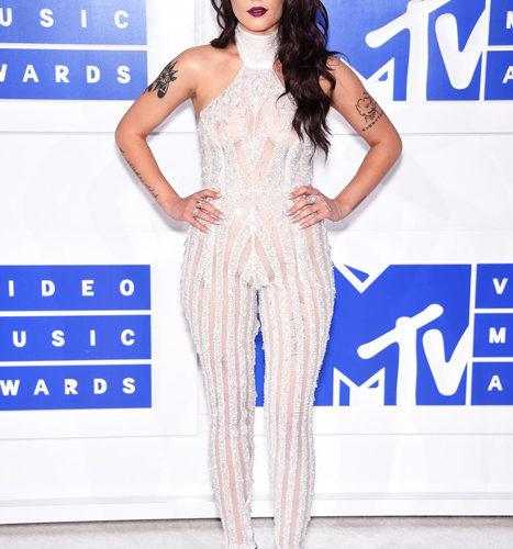 Halsey červený koberec MTV Video Music 2016