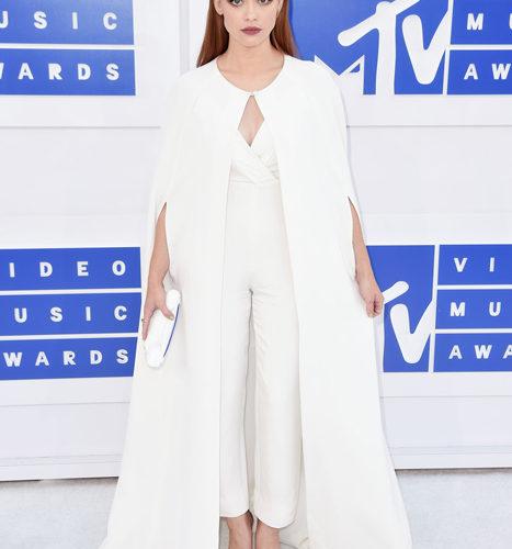 Holland Roden-červený koberec MTV Video Music 2016