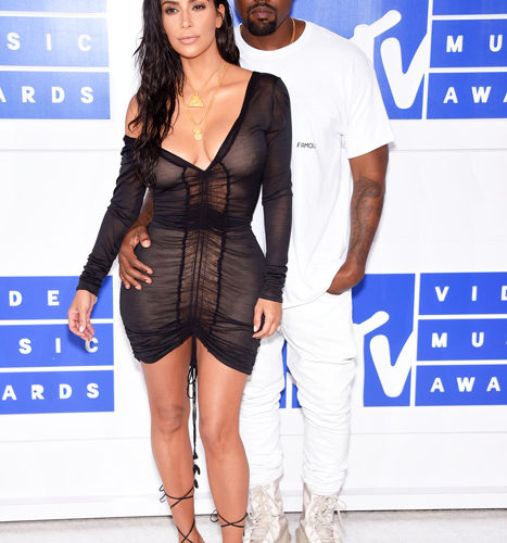 Kim Kardashian a Kanye West červený koberec MTV Video Music 2016