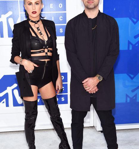 Phantogram-červený koberec MTV Video Music 2016