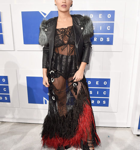 Rita Ora-červený koberec MTV Video Music 2016