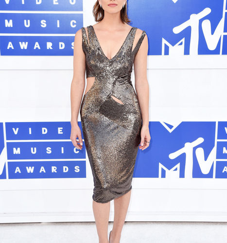 Shelley Hennig-červený koberec MTV Video Music 2016