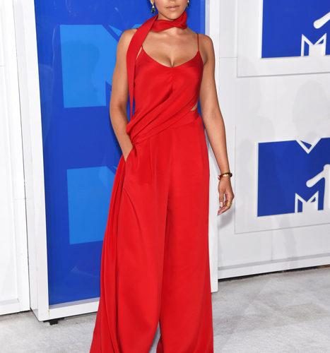 Tinashe-červený koberec MTV Video Music 2016