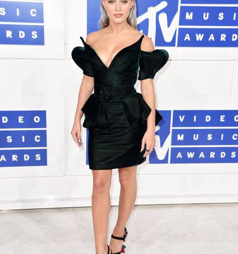 Zara Larsson-červený koberec MTV Video Music 2016